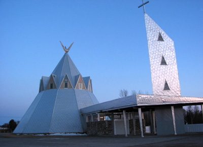 L'église en forme de tipi. (Photo - Matthew Farfan)