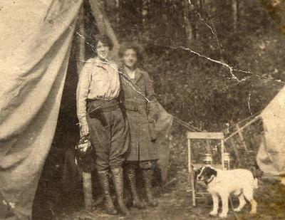 A. G. Vanderbilt, Mrs. Field & Smokey, 1917.