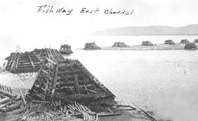 Channel des saumons et flot / Fish channel and log boom