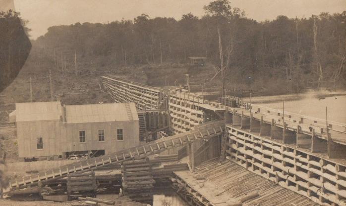 Barrage et moulin à scie, Carleton, vers 1910 / Dam and Sawmill, Carleton, c.1910