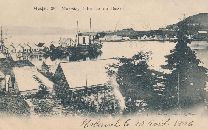Entrée du Bassin, Gaspé, 1906. Ancienne carte postale.  Entry to the Basin, Gaspé, 1906. Early postcard. (Photo - Collection Jim Caputo)