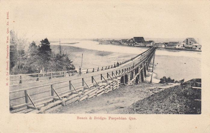Plage et pont, Paspébiac, vers 1906 / Beach and bridge, Paspebiac, c.1906.